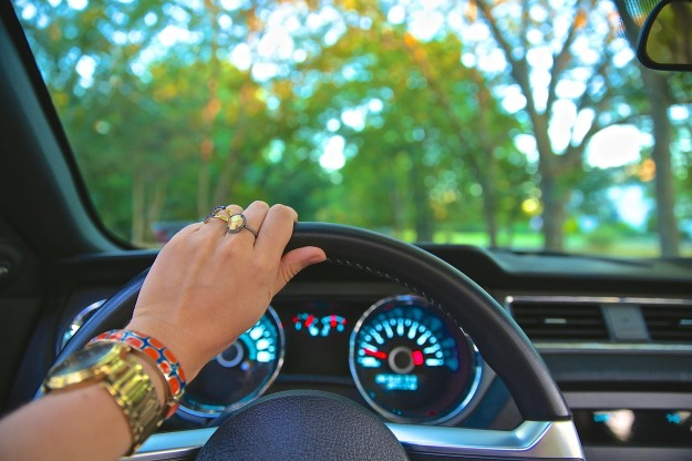 driving-918950_1280